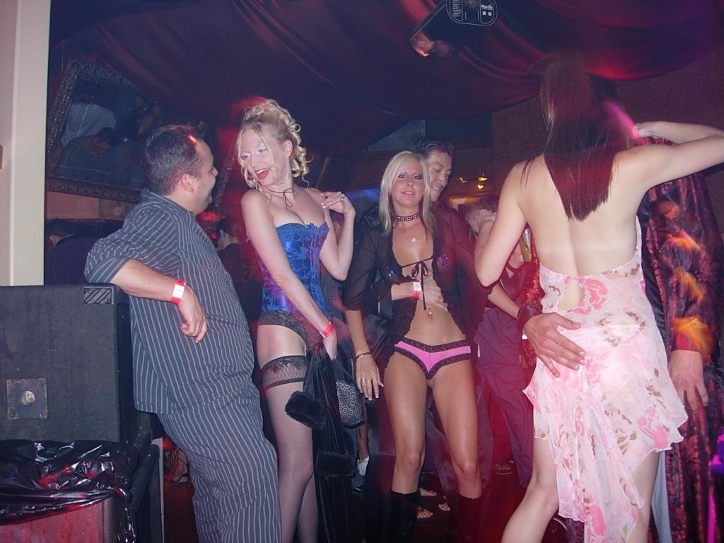 video-seks-vecherinok-v-tantra-klube-russkuyu-tolstuyu-prostitutku-onlayn